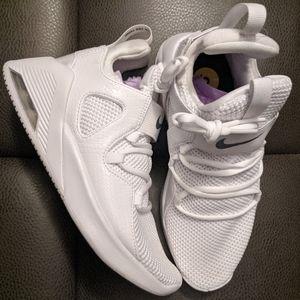 BEAUTIFUL WHITE NIKE PREMIUM SHOE last pair